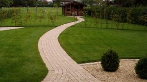 Pflaster- & Natursteinarbeiten - Gartenwege & Sitzbereiche
